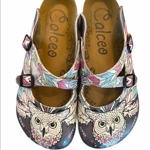 Calceo white leatherette owl patterned clogs